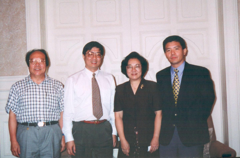 左起:  北京科技大學計算機系楊炳儒教授, scoba朱東屏博士,  北京市圖片